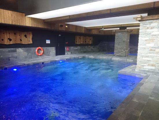 Piscine photo de hotel saint charles val cenis for Piscine saint charles