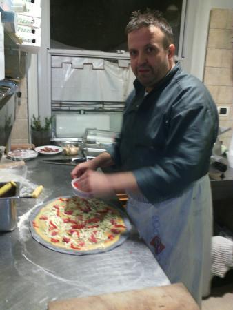 Mondavio, อิตาลี: Lello che fà la pizza