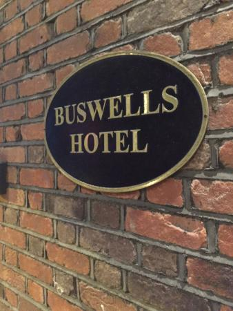 Buswells Hotel: Sign out front