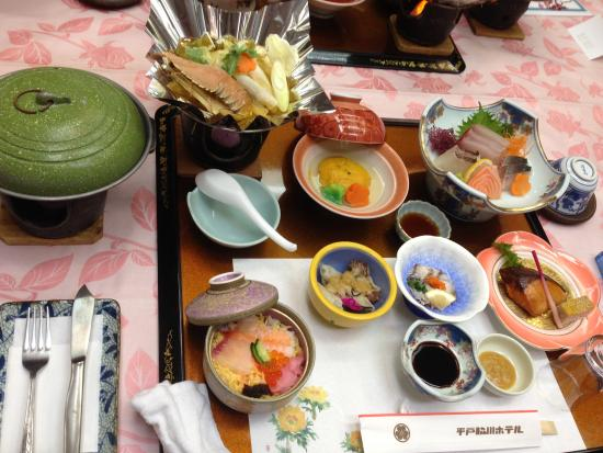 Hirado Wakigawa Hotel: 夕食、この写真に加えて天ぷら、味噌汁、デザートあり