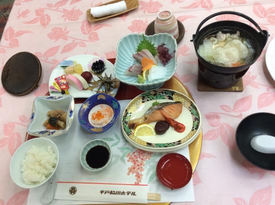 Hirado Wakigawa Hotel: 正月の朝食、雑煮+バイキング