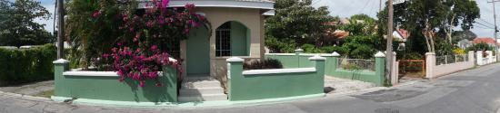 Bajan Breeze Guest House: exterior