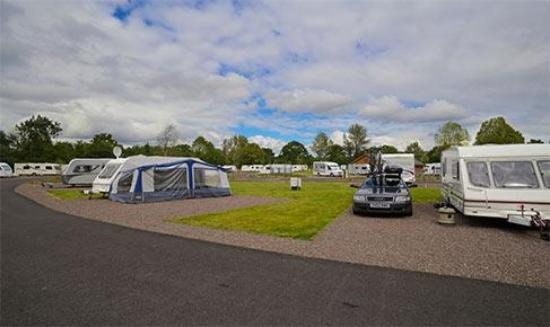 Uddingston, UK: Strathclyde Country Park Caravan Club Site