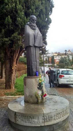 Monumento a fray leopoldo fotograf a de jardines de la for Triunfo jardin granada