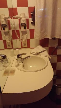 Hotel Bathroom Sink : Hotel the Boatel: Bathroom sink