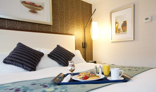 Radisson Hotel Corning: Breakfast in bed