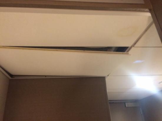 Hyatt Regency Atlanta Falling Ceiling Tiles In Club Level Room