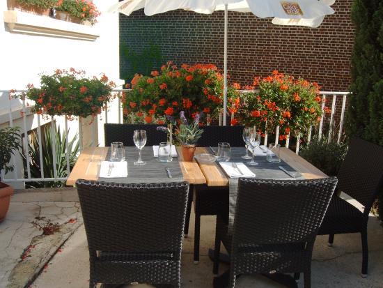 terrasse du restaurant picture of hotel de dijon montdidier tripadvisor. Black Bedroom Furniture Sets. Home Design Ideas