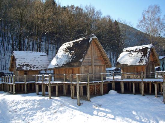 Molina di Ledro, Italien: Villaggio palafitticolo in inverno