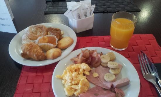 Hotel 4 Barcelona: Breakfast
