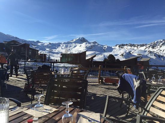 Hotel Club mmv Les Melezes: la vue de la terrasse le midi
