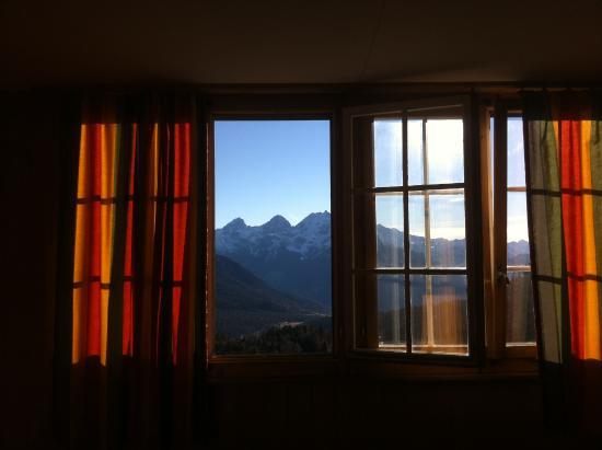 Berghotel Tgantieni: gemütliches Zimmer mit wunderbarer Aussicht