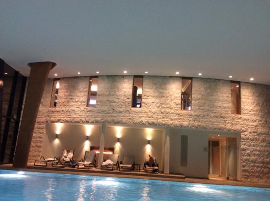 Grand Hotel Kronenhof: Posti piscina insufficienti per tutti i clienti