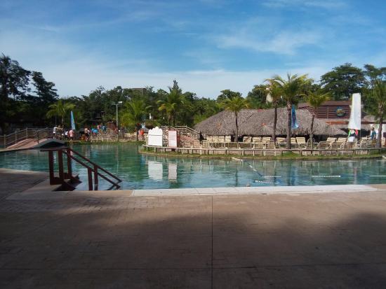 Primeira piscina entrada foto de hot park rio quente for Entrada piscina