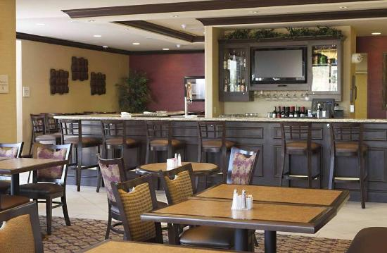 Hilton Garden Inn Clovis : dining and bar