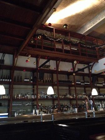 Osterman Bar & Dining Room: Inside