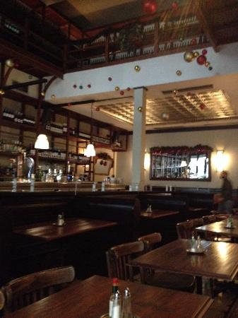 Osterman Bar & Dining Room: Inside osterman