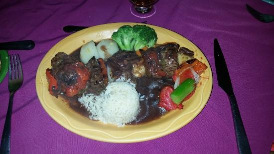 Hotel Atitlan: The beef skewer meal - shoe soles