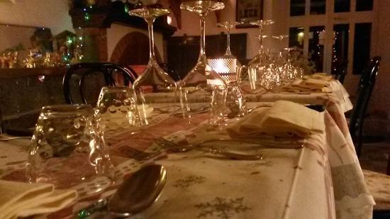 Roccalbegna, Italia: tavola e camino