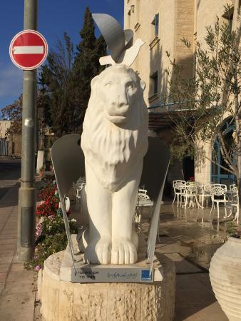 Eldan Hotel: statue