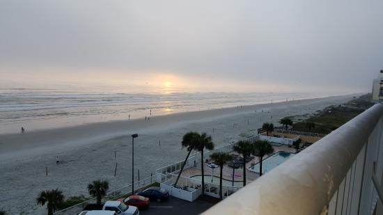 Holiday Inn Resort Daytona Beach Oceanfront: Sunrise