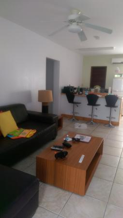 Buccaneer Beach Club: lounge area