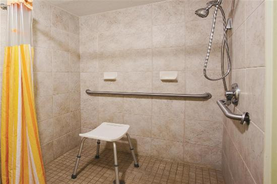 La Quinta Inn & Suites Valdosta / Moody AFB: bathroom