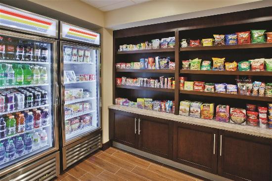La Quinta Inn & Suites Valdosta / Moody AFB: pantry