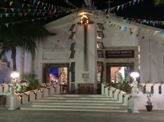 Iglesia de Concepcion Immaculada: A quiet evening in December a few days before the Posada