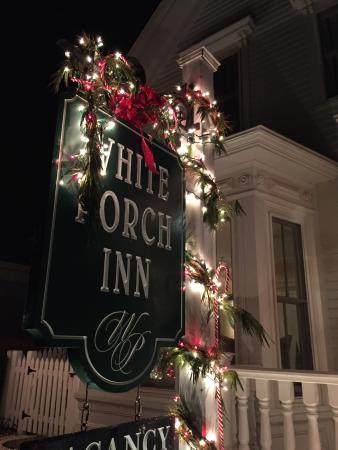 وايت بورتش إن: The White Porch Inn in December