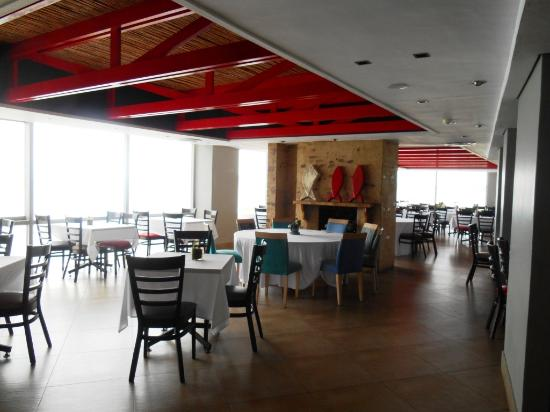 Indigo Bay Seafood and Grill House: Tasteful interior of Indigo Bay restaurant