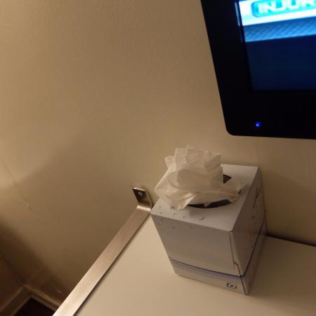 Stay on Main Hotel and Hostel: 834号室。ティッシュはたぶん花をあしらってるよう。