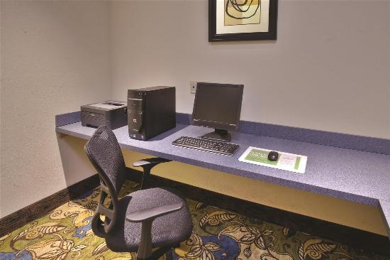 La Quinta Inn & Suites Stonington: Business Center