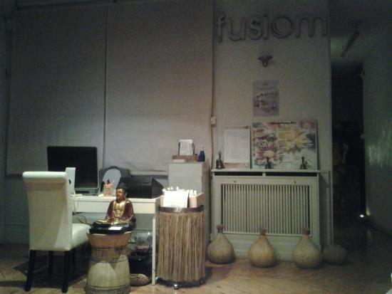 Centro de masajes Fusiom: Gran acogida desde que entras, una infusión deliciosa y zapatillas para que te sientas como en c