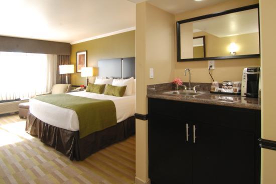 Double Queen Bedroom Photo De Best Western Canoga Park