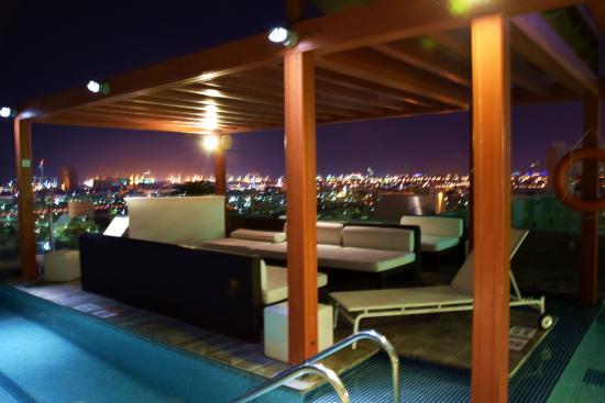 La piscina sulla terrazza - Picture of Nassima Royal Hotel, Dubai ...