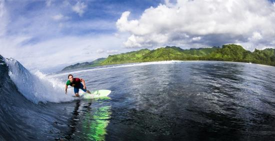Kosrae Nautilus Resort: Surfing