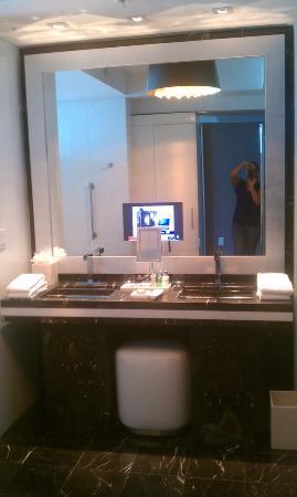 Hotel Beaux Arts Miami: bathroom