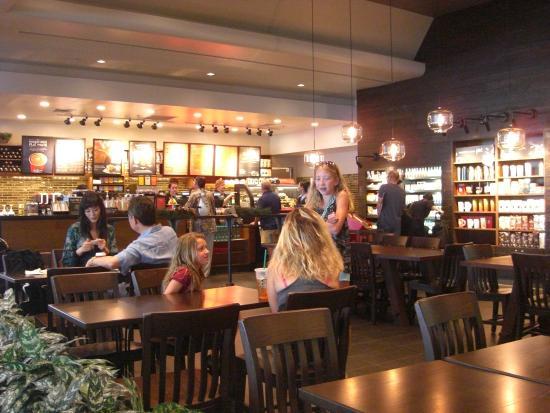 Starbucks Coffee Ala Moana Hotel, 店内テーブル