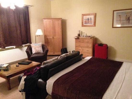 Whimple, UK: Massive comfy bed in spacious room.