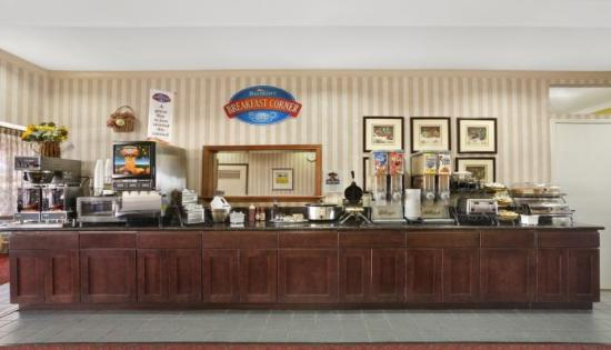 Camarillo Executive Inn & Suites: Breakfast