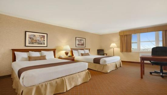 Camarillo Executive Inn & Suites: 2 Queen Beds