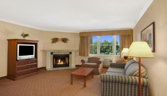Camarillo Executive Inn & Suites: Suite