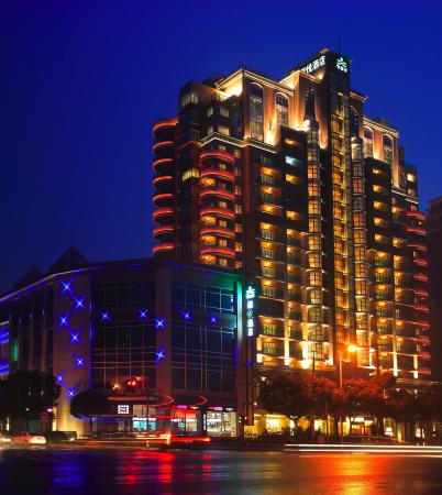 Dorsett Shanghai: Hotel Exterior at Night 1
