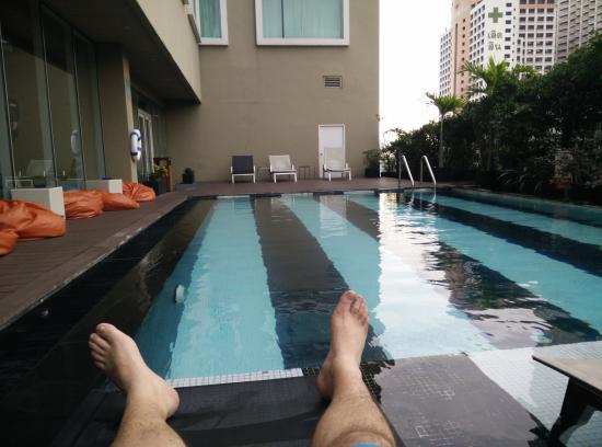 Piscina en la s ptima planta picture of novotel bangkok fenix silom bangkok tripadvisor - Hotel bangkok piscina ...