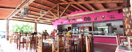Restaurante Las Uvas: amplia instalaciones