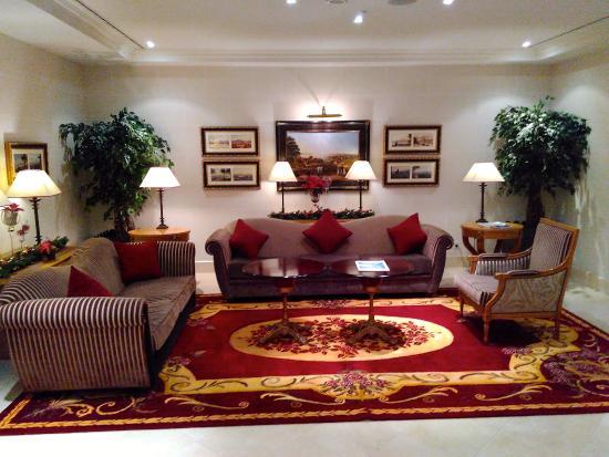 Hotel Royal - Manotel Geneva: Uno dei salottini vicino al ristorante