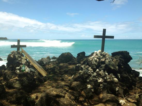 King's Highway: Surfer grave