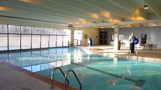 Hilton Kansas City Airport Interior Pool