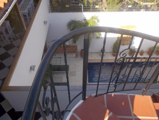 Hostal North Bay: piscina desde la terraza